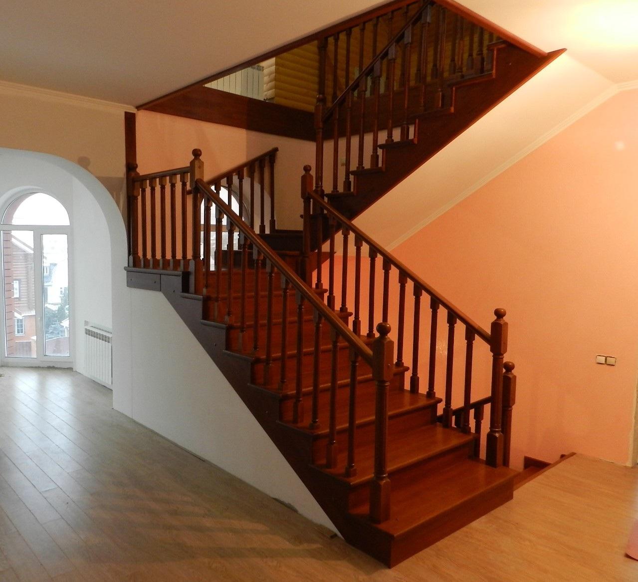 Деревянные лестницы в коттеджах фото